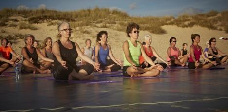 FAO yoga stranden